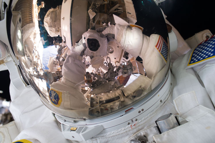 nasa ISS selfie by Chris Kelly iss045e082998 journal